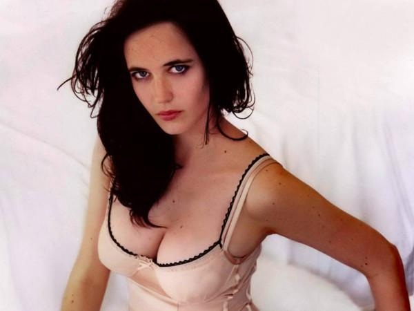 L'actrice Eva green avec un décolleté sexy