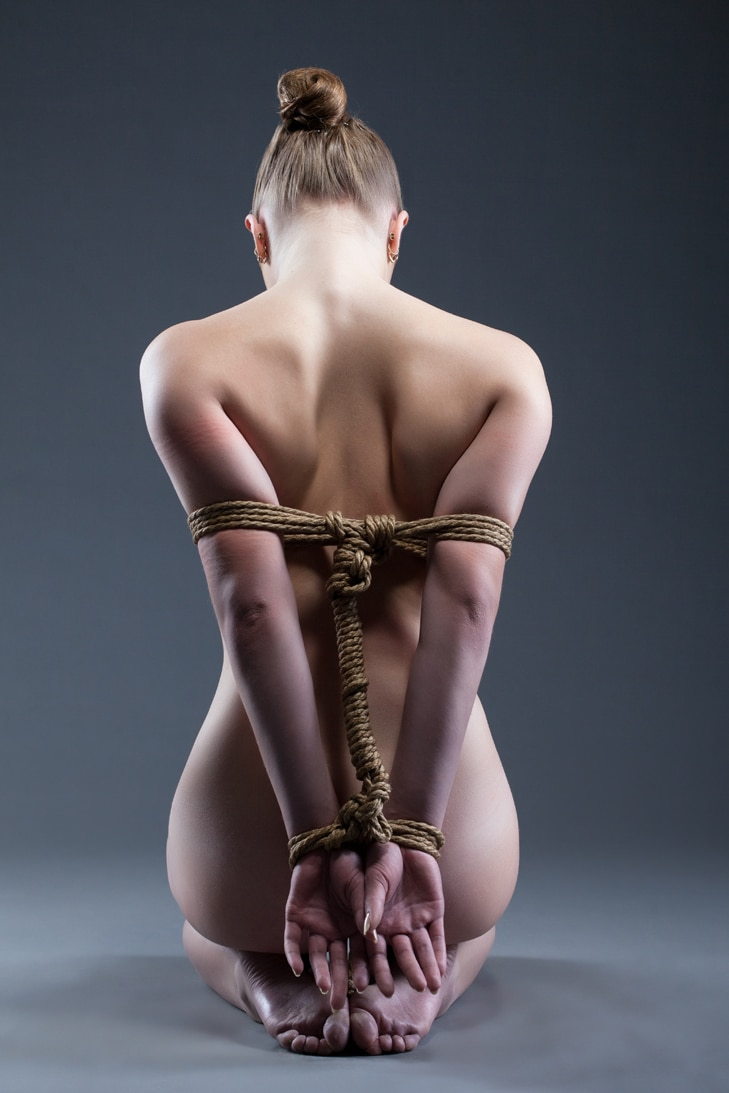 jeu sm avec noeud de bondage